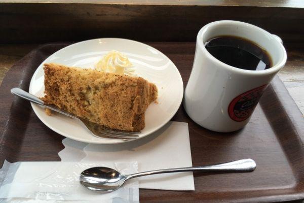 カフェアドリアーノのコーヒー&ケーキ